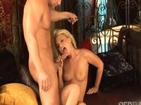 Секс с блондинкой порадовал страдальца