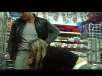 Минетила в магазине, пока мужик не вдул ей там же