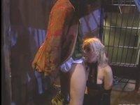 Заключенная трахается с бароном