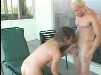 Блондин наказал свою подружку
