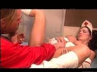 Хардкор секс бородатого мужика с медсестрой