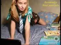 Блондинка решила поиграть в школьницу