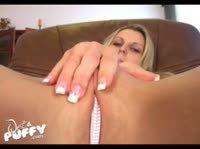 Блондиночка с шариками в руках