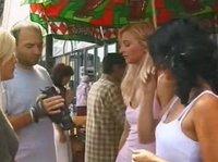Девушки на рынке с ребятами познакомятся
