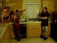 Взаимный куннилингус на кухоньке