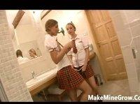 К девушкам в туалет зашел учитель