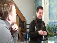 Ребята заняты игрой в покер