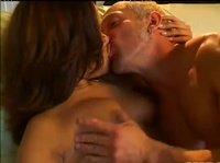 Блондин поцеловал азиатку в губы и ждал минет от нее