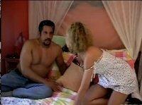 Разбудила мужчину, чтобы по-общаться на кровати