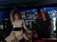В ночном клубе два мужика телку поимеют