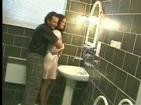 Обнимашки и поцелуи в ванной