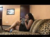 После беседы толстая баба развалилась на диване