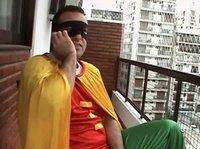 В костюме супер-героя получает минет от подруги в другом костюме