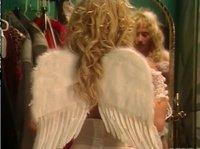 Телка примерила образ ангелочка