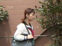 Японская милашка со своим мужиком еще трахаться не начала