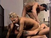 Изнасилована полицейскими в тюрьме
