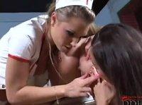Медсестра и два пациентки куннилингусом маются