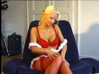 Дивная блондинка игрушкой себя развлекает на Рождество