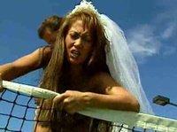 Азиатская невеста оттрахана на корте для игры в теннис