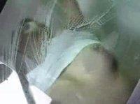 Азиатка сиськами моет окна тачки