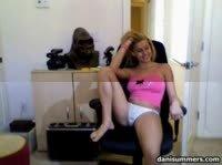Блондинка устраивает фото сессию