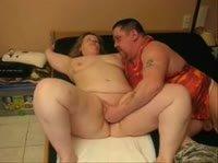 Муж удовлетворяет жену пальчиками