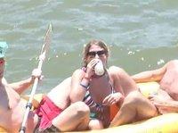 На яхте сучки напились и начали показывать свои сиськи