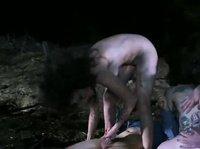 Телки-зомби напали на мужика и трахнули его