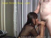Азиатская сучка удовлетворяет сразу два члена