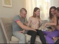 Русские пары устроили групповушку