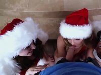 Аппетитные телочки на рождественской вечеринке ублажают хороший член
