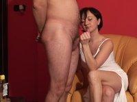 Брюнеточка дрочит член своего мужика