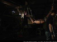 Связанную телочку мужик трахает во все дырочки