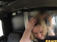 Толстушка в машине отдается таксисту