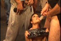 Давалка питается свеженькой спермой