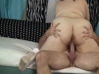 Мужик осчастливил толстушку своим членом