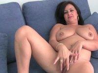 Зрелые женщины мастурбируют пизденки длинными пальцами