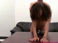 Мулатка раздвигает ноги ради получения работы