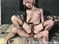 Брюнетка в черных чулках занимается сексом с мужем