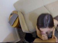 Сношение с милой подружкой на диванчике