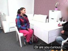 Жаркое сношение в уютном кабинете на порно кастинге