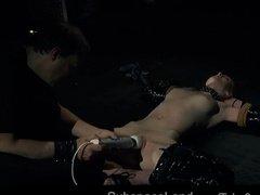 Позабавился с рабыней и облил ее спермой