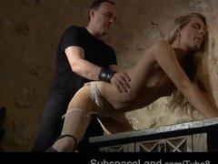 Страстные игры с привлекательной рабыней