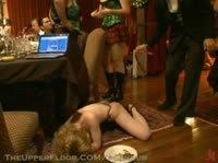 Девушки оказываются на вечеринке