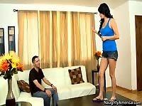 Девушка приходит в гости