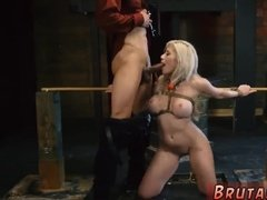 Мужик грубо трахает связанную блондинку членом в рот