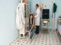 Медосмотр красивой девушки у гинеколога