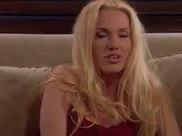 Блондиночка сладко удовлетворяет рыженькую