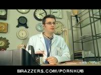 Чёрная медсестра помогла пациенту