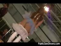 Стриптиз ангелочка на подиуме